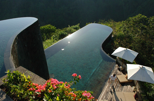 Piscina do hotel Ubud Hanging Gardens