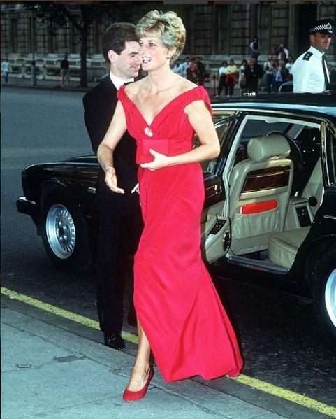 Sugar Baby, conheça os vestidos icônicos da eterna Princesa de Gales