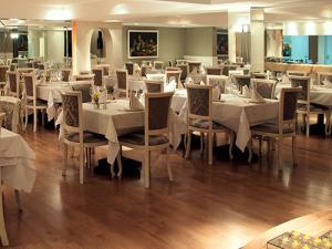 Foto de ambiente interno do restaurante abade