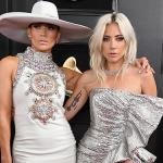 LadyGaga e Jennifer Lopez no Red Carpet do Grammy 2019