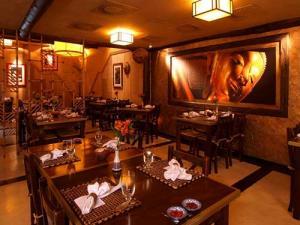 Ambiente interno do restaurante Koh Pee Pee