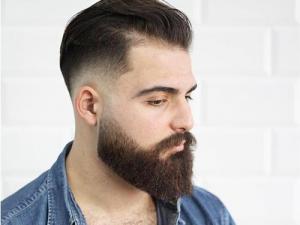 Imagem de modelo com barba quadrada