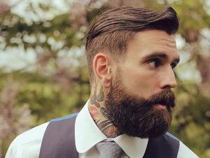 Modelo com barba ducktail