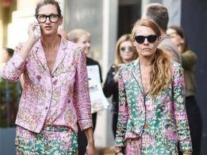 duas mulheres com roupas em pijamas